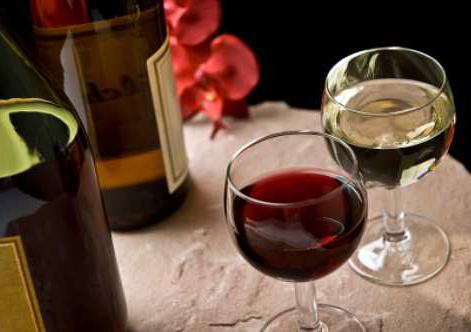 547649 wine serving