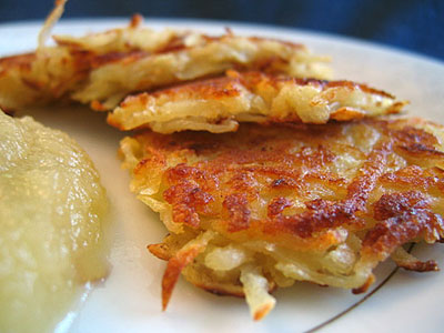 potato-latkes-applesauce