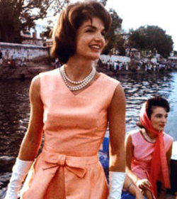 1962-jackie-kennedy-pearl-necklace.jpg
